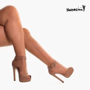 Steve Madden Vuedue Nude Platform Sandals